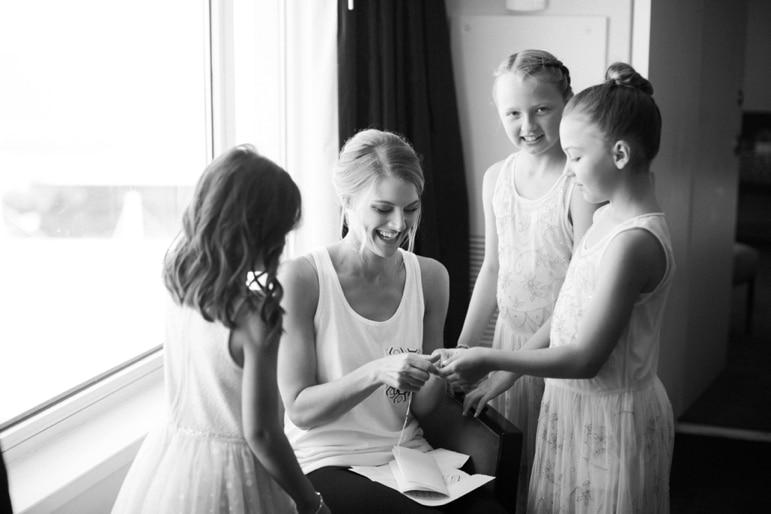 Kristin-La-Voie-Photography-Bridgeport-Art-Center-Chicago-Wedding-Photographer-10
