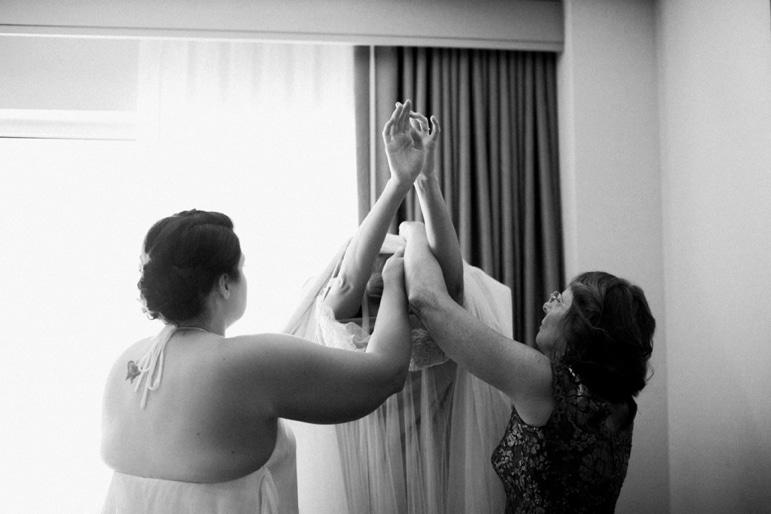 Kristin-La-Voie-Photography-Bridgeport-Art-Center-Chicago-Wedding-Photographer-11