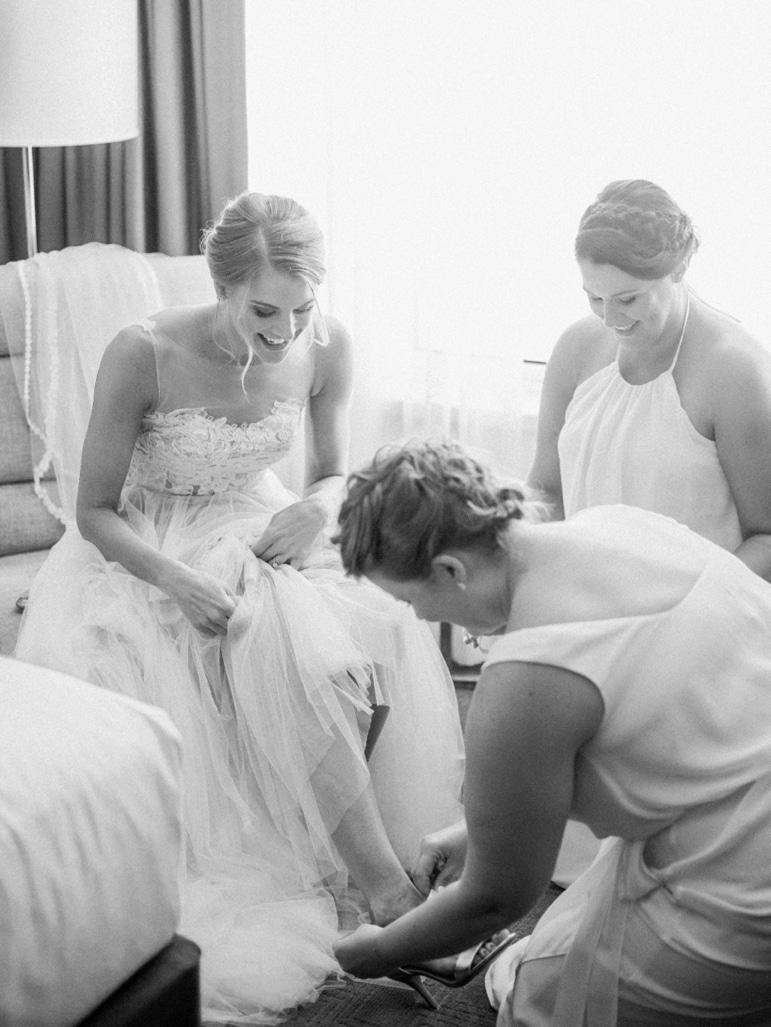 Kristin-La-Voie-Photography-Bridgeport-Art-Center-Chicago-Wedding-Photographer-15
