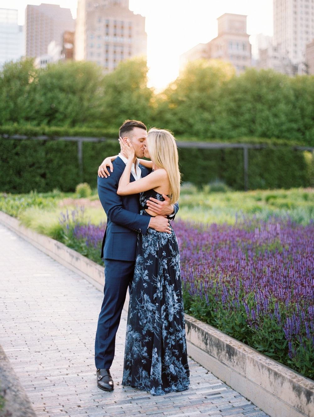 kristin-la-voie-photography-Chicago-Wedding-Photographer-Art-Institute-Lurie-Garden-Millennium-Park-13
