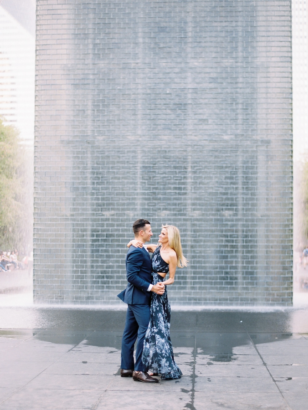 kristin-la-voie-photography-Chicago-Wedding-Photographer-Art-Institute-Lurie-Garden-Millennium-Park-26