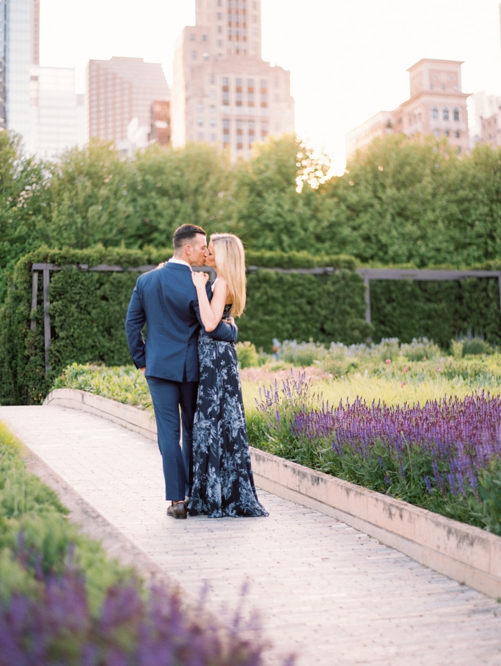 kristin-la-voie-photography-Chicago-Wedding-Photographer-Art-Institute-Lurie-Garden-Millennium-Park-45