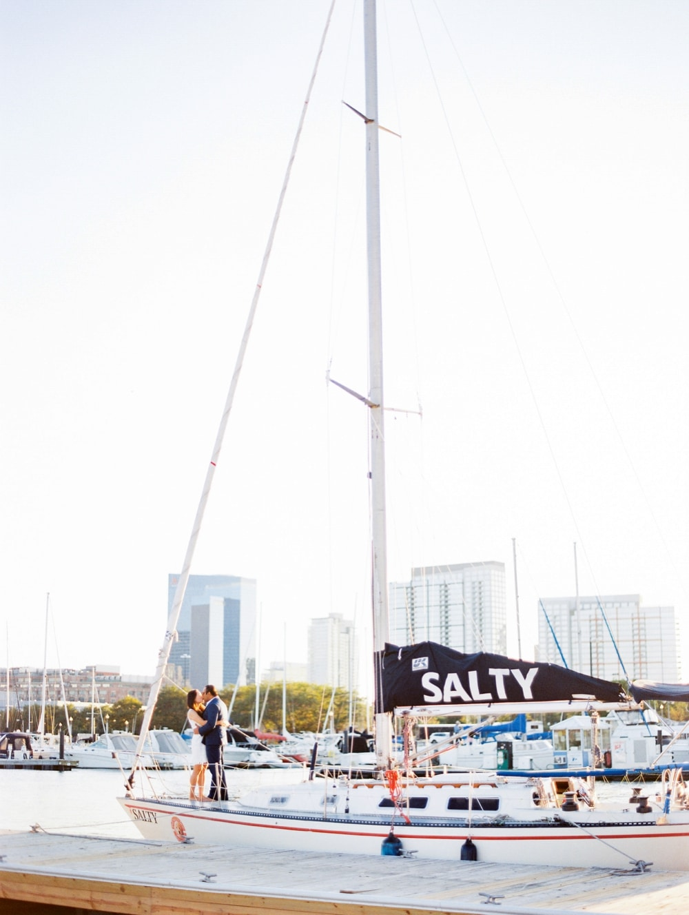 kristin-la-voie-photography-Chicago-wedding-photographer-lake-michigan-sailing-8