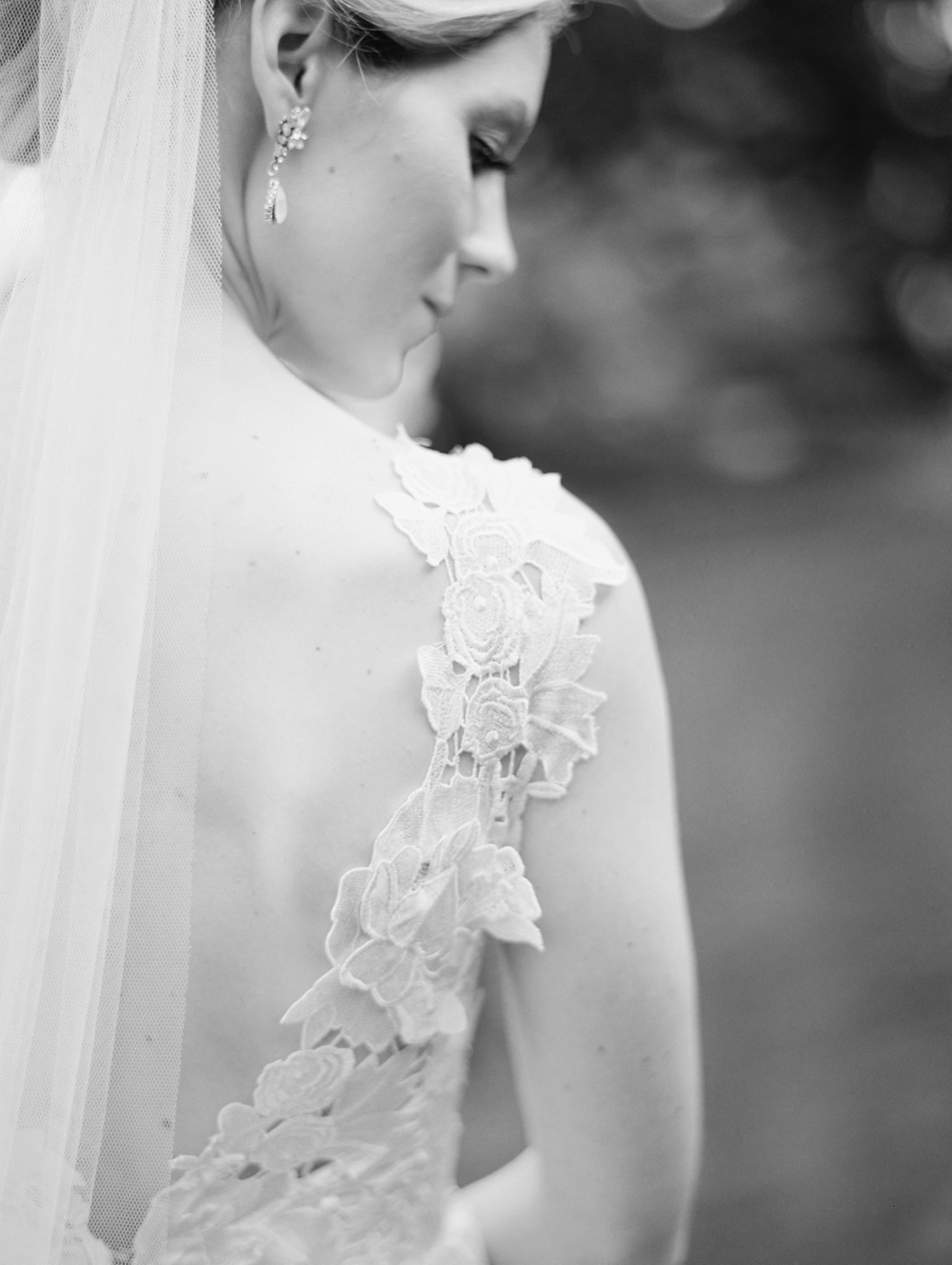 kristin-la-voie-photography-butterfield-country-club-chicago-wedding-photographer-119