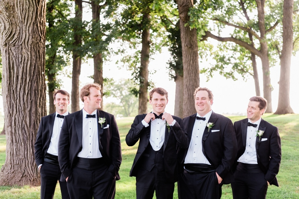 kristin-la-voie-photography-butterfield-country-club-chicago-wedding-photographer-4