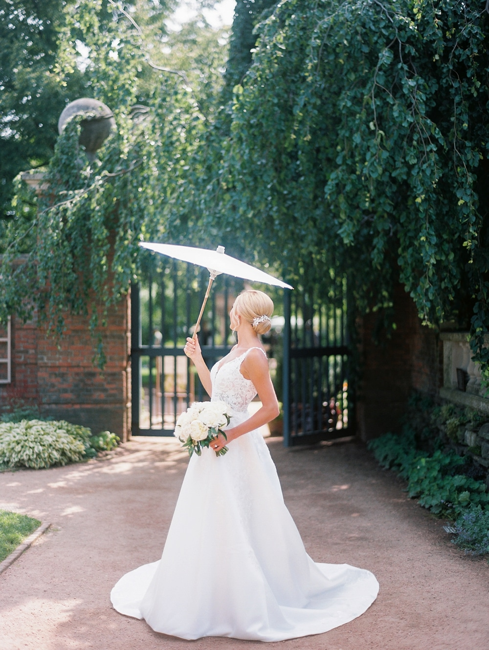 Kristin-La-Voie-Photography-chicago-botanic-garden-wedding-photos-7