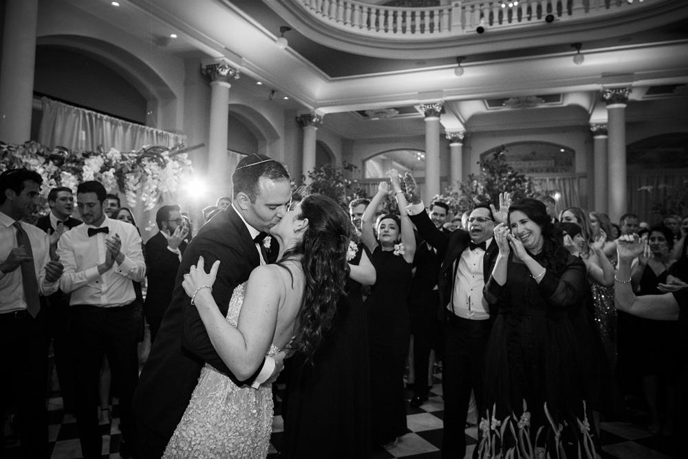 kristin-la-voie-photography-Cincinnati-Music-Hall-Wedding-320