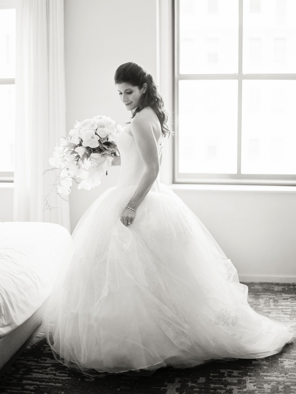kristin-la-voie-photography-Cincinnati-Music-Hall-Wedding-36