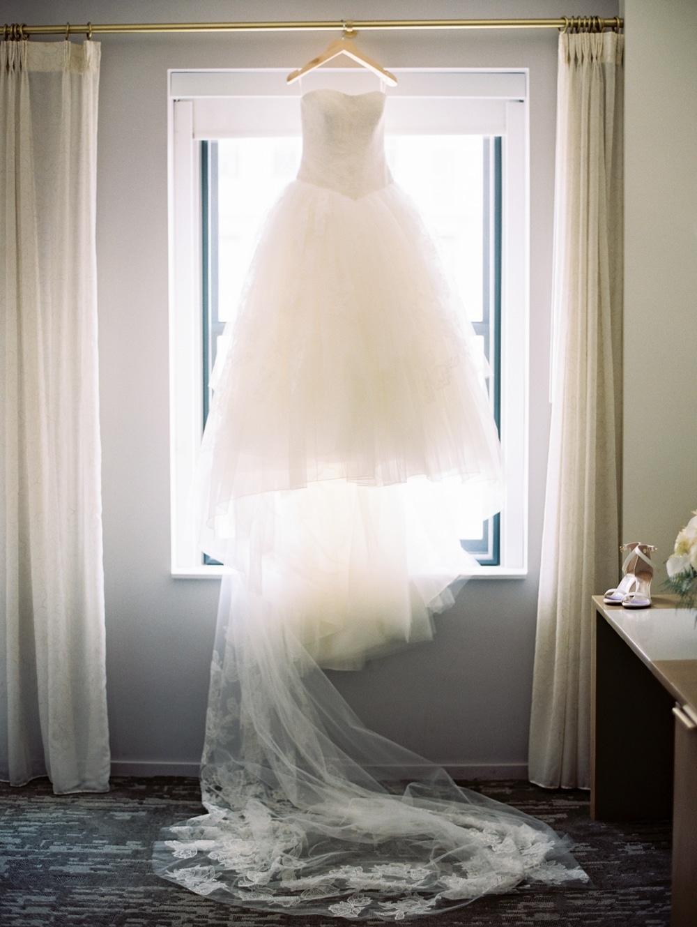 kristin-la-voie-photography-Cincinnati-Music-Hall-Wedding-5