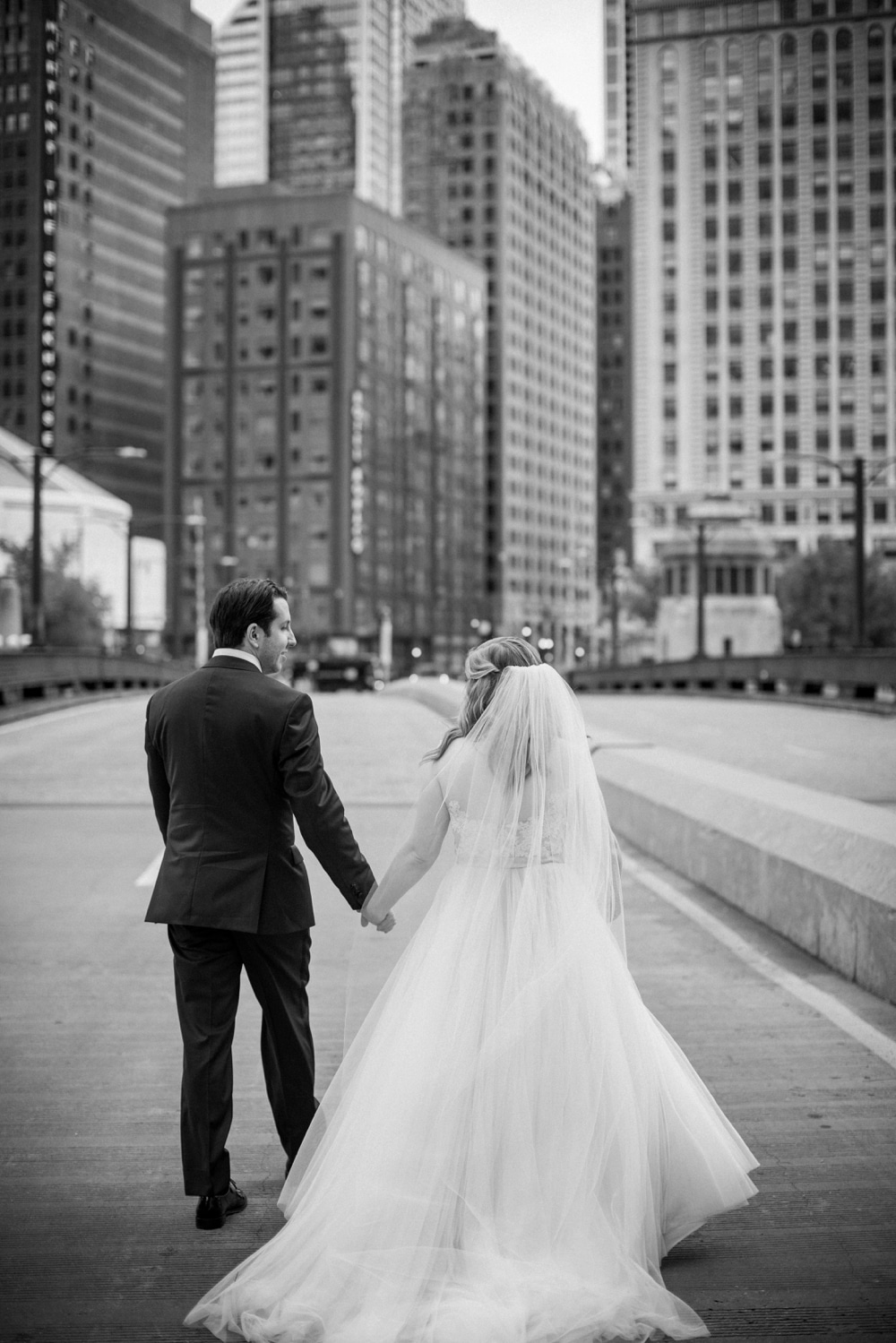 kristin-la-voie-photography-wyndham-grand-chicago-jewish-wedding-12