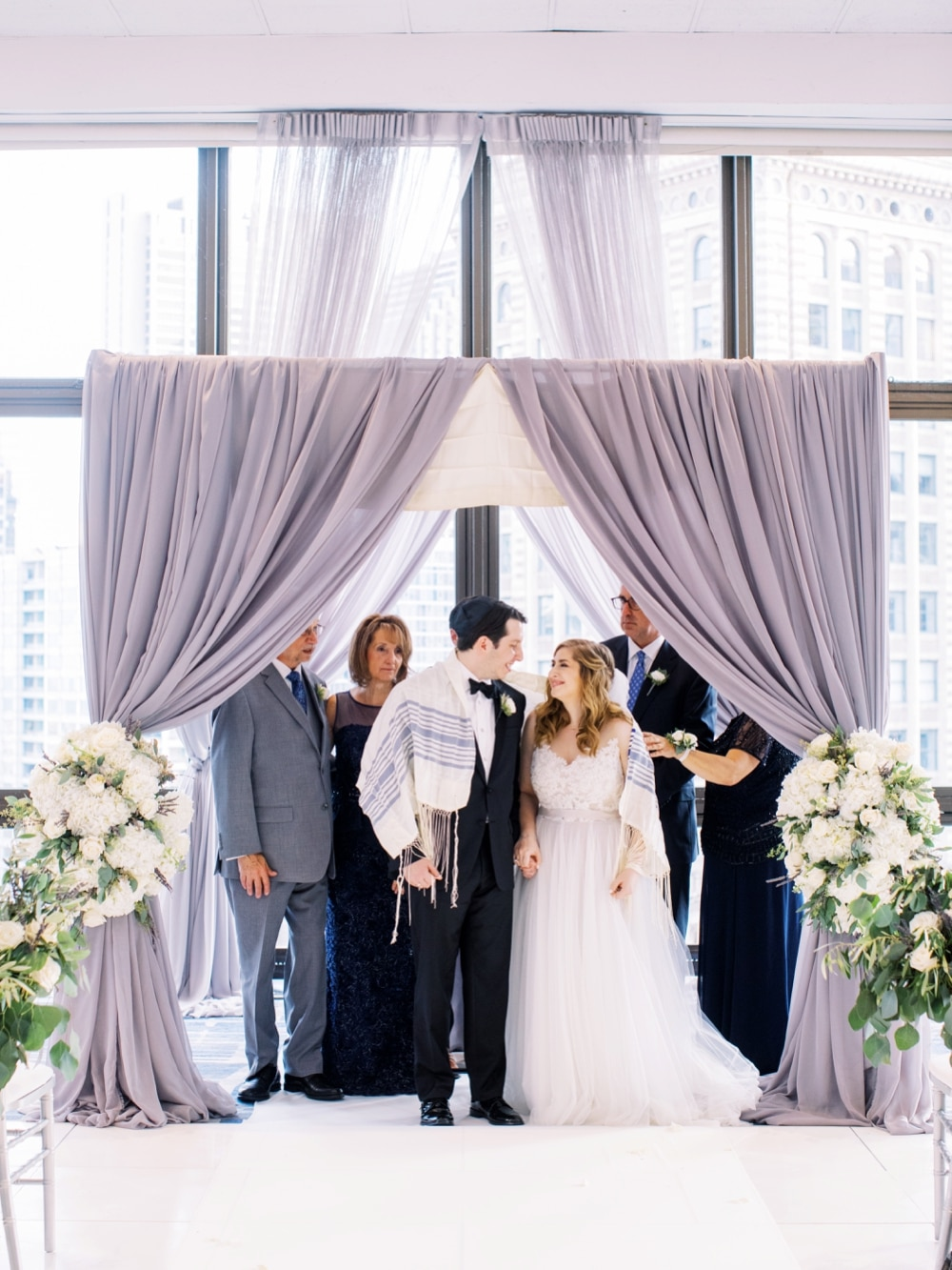 kristin-la-voie-photography-wyndham-grand-chicago-jewish-wedding-25