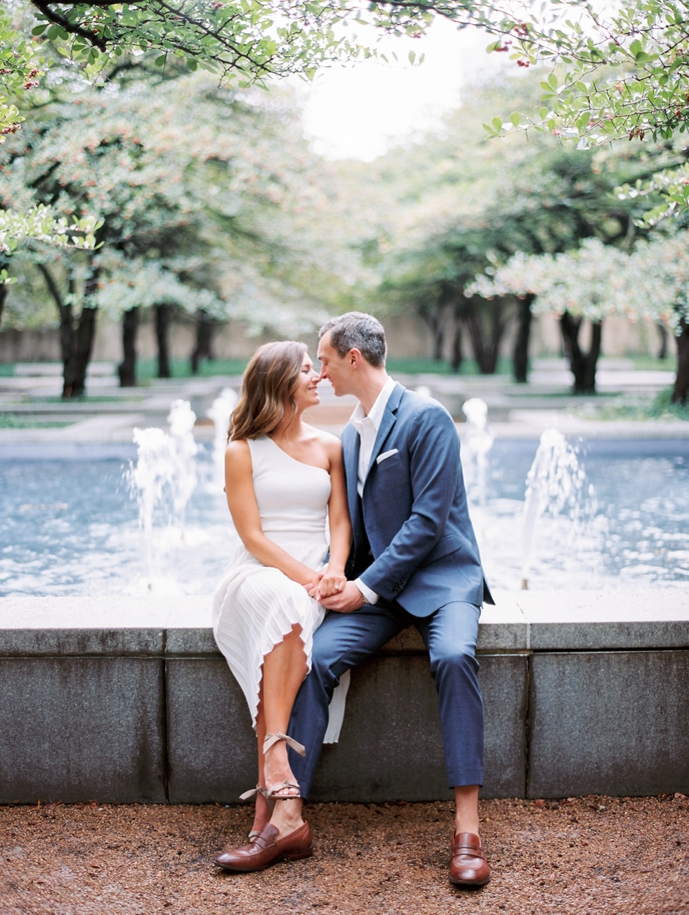 Kristin-La-Voie-Photography-chicago-art-institute-engagement-wedding-photos-50