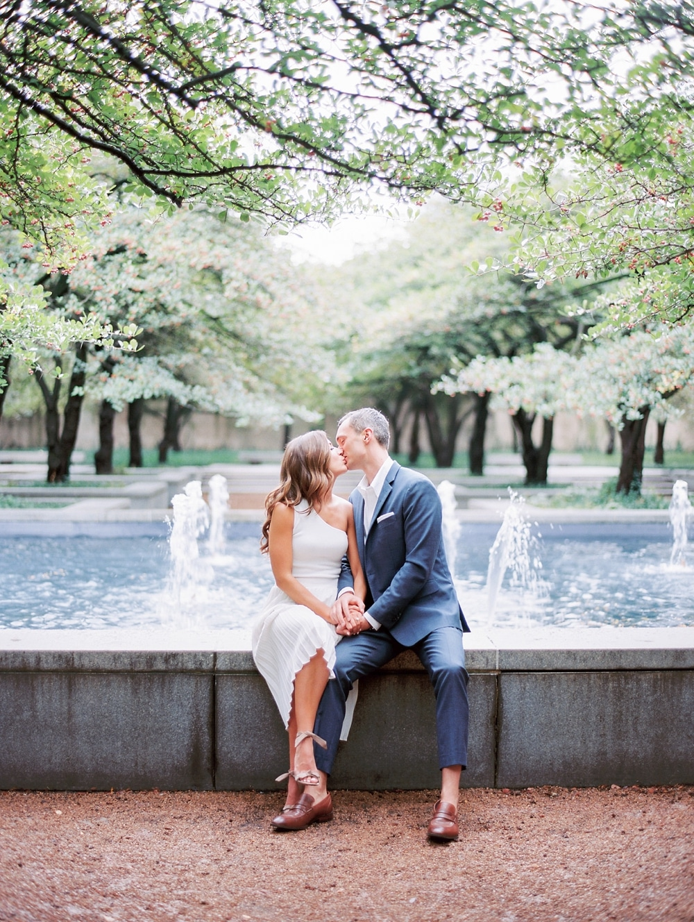 Kristin-La-Voie-Photography-chicago-art-institute-engagement-wedding-photos-57