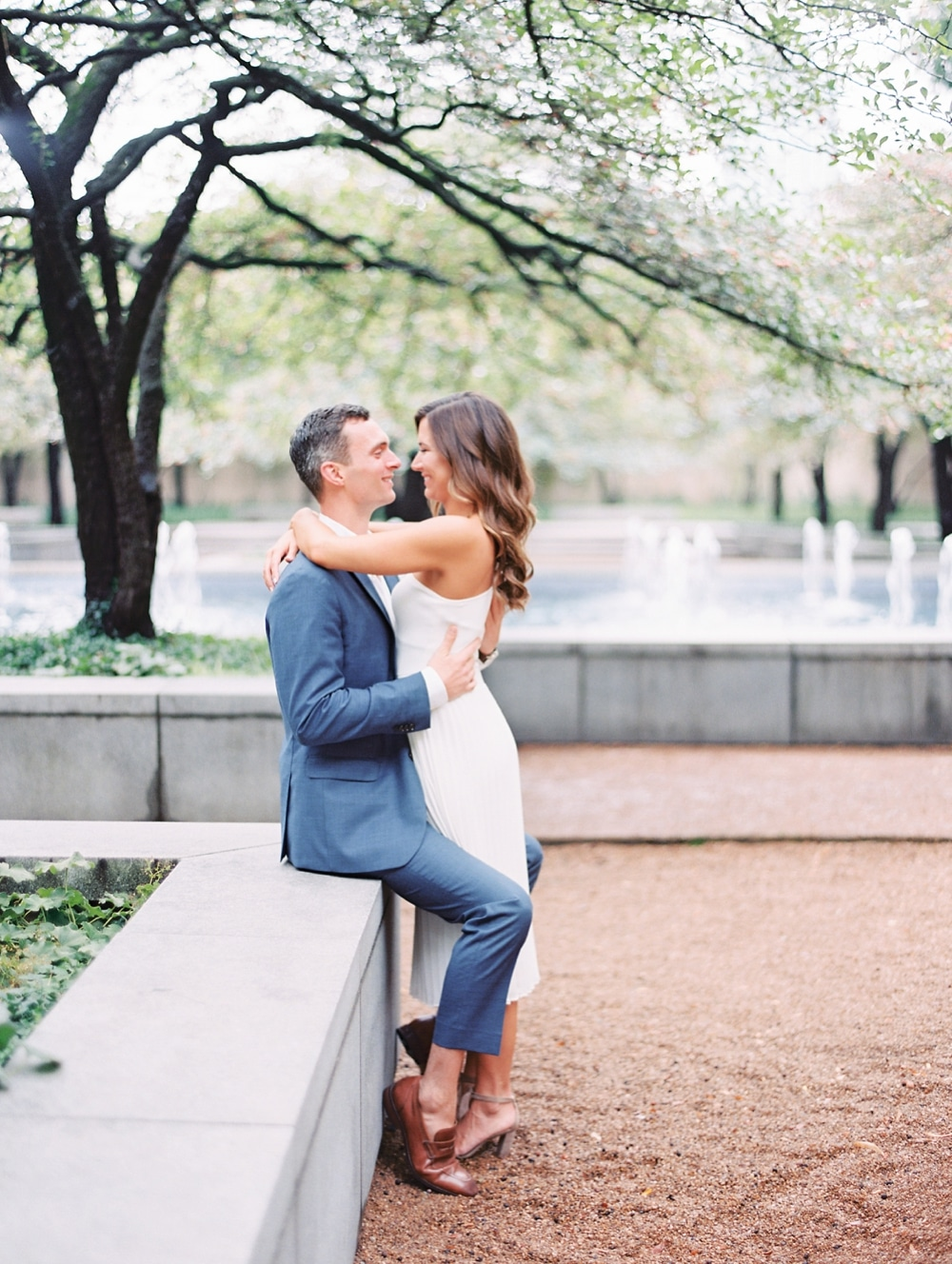 Kristin-La-Voie-Photography-chicago-art-institute-engagement-wedding-photos-60