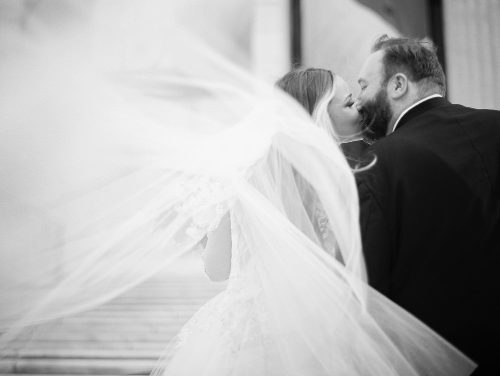 Kristin-La-Voie-Photography-field-museum-chicago-wedding-photos-10