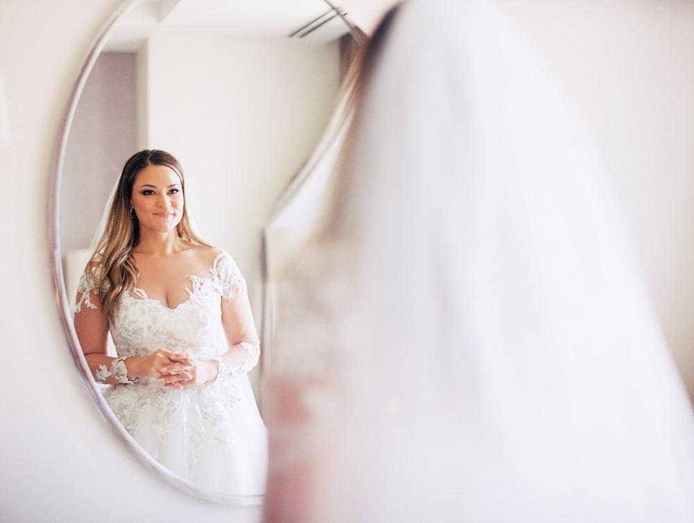 Kristin-La-Voie-Photography-field-museum-chicago-wedding-photos-132