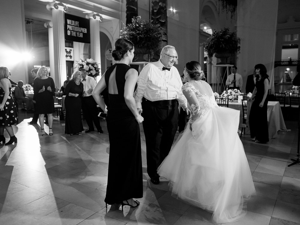 Kristin-La-Voie-Photography-field-museum-chicago-wedding-photos-156