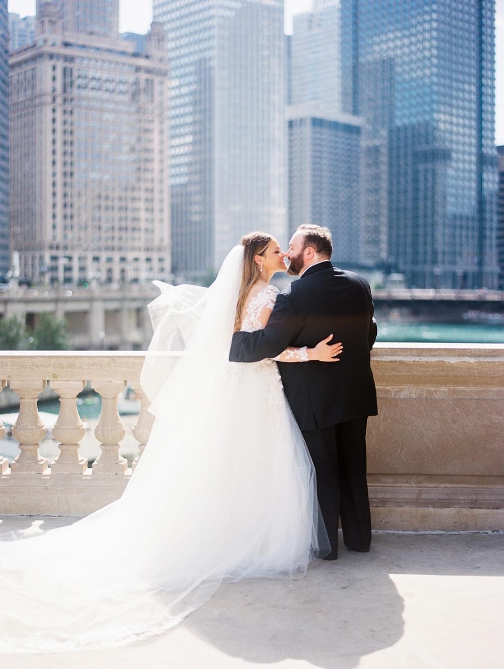 Kristin-La-Voie-Photography-field-museum-chicago-wedding-photos-24
