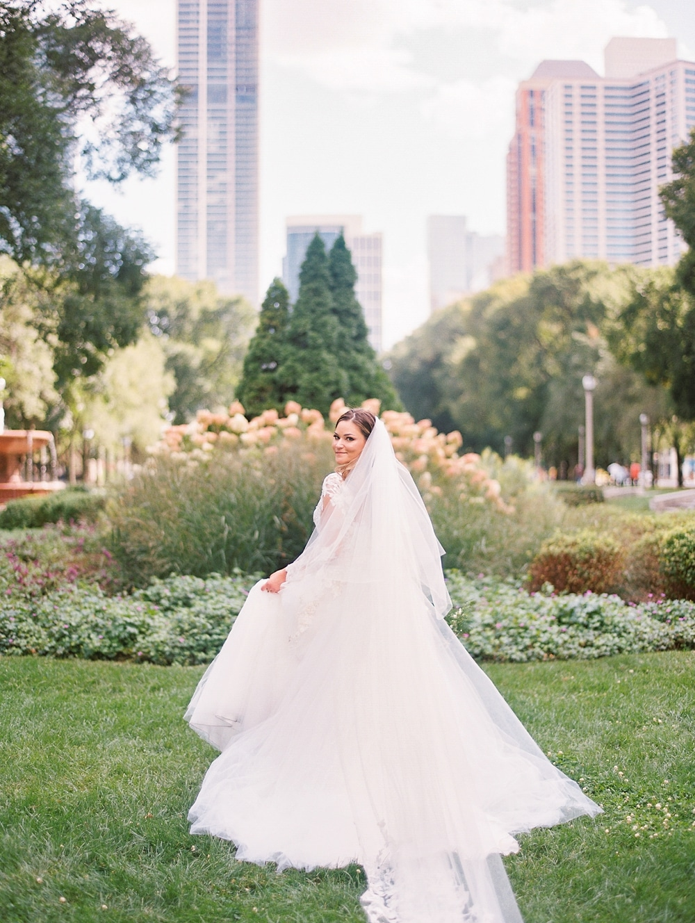 Kristin-La-Voie-Photography-field-museum-chicago-wedding-photos-34