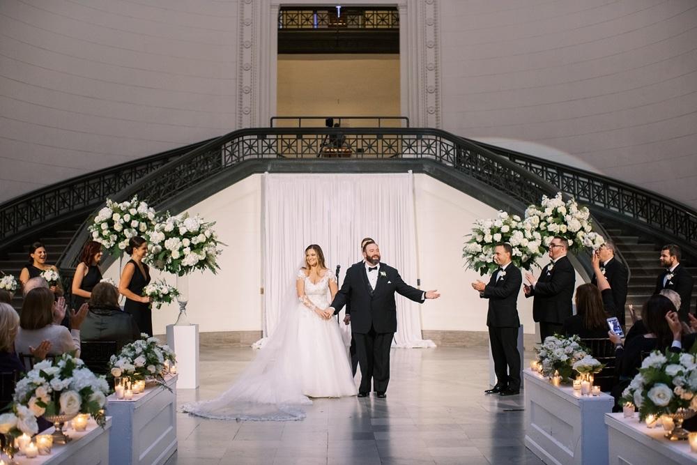 Kristin-La-Voie-Photography-field-museum-chicago-wedding-photos-4