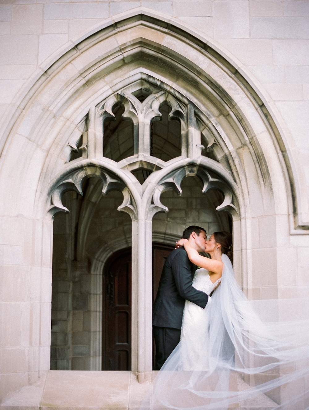 kristin-la-voie-photography-university-of-chicago-wedding-bridgeport-art-center-bond-chapel-116