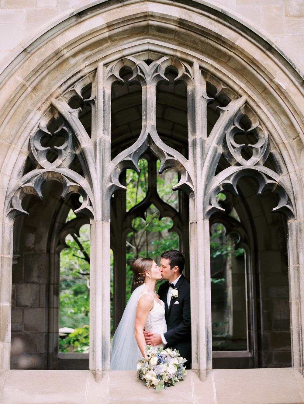 kristin-la-voie-photography-university-of-chicago-wedding-bridgeport-art-center-bond-chapel-138