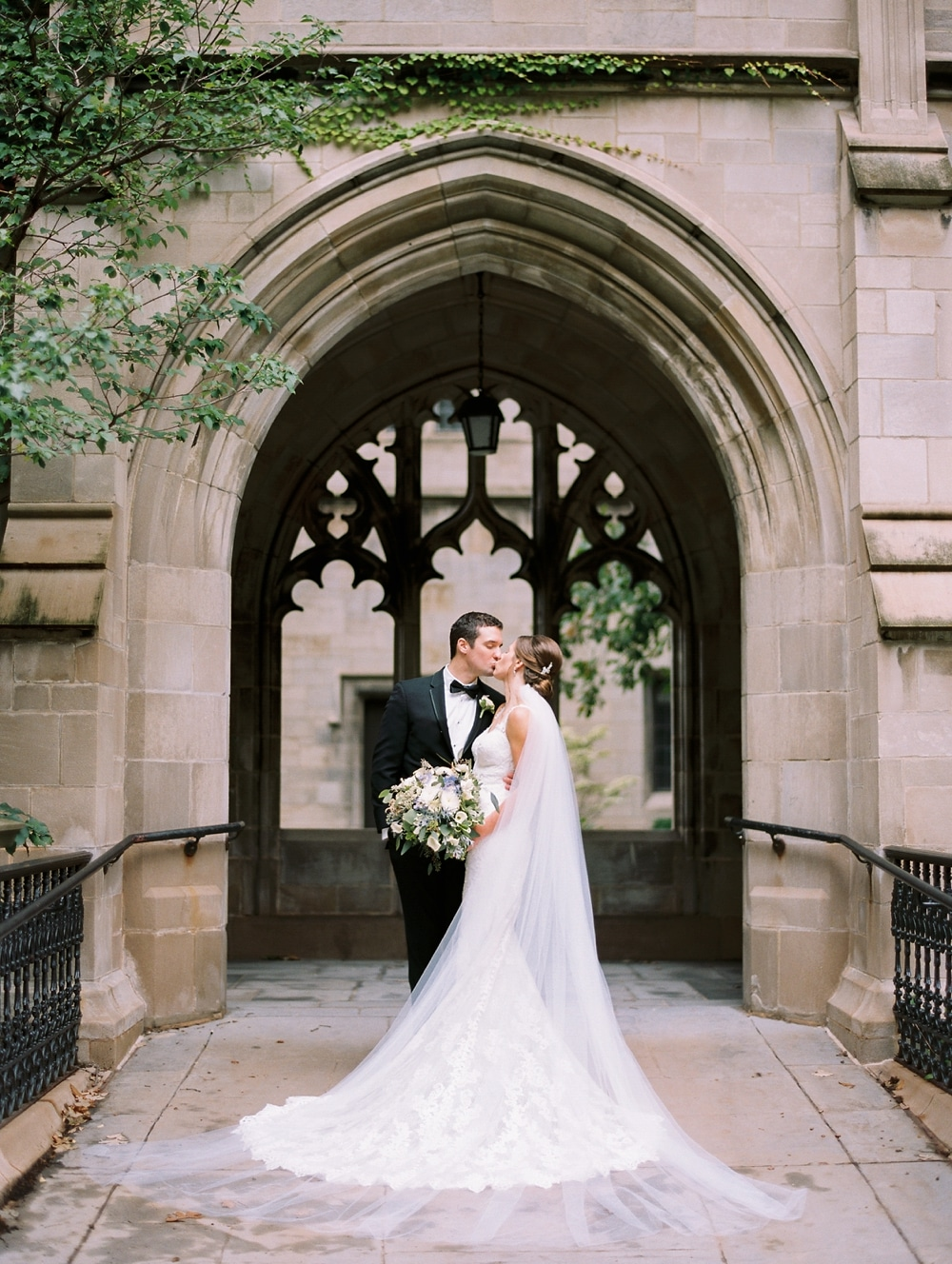 kristin-la-voie-photography-university-of-chicago-wedding-bridgeport-art-center-bond-chapel-147