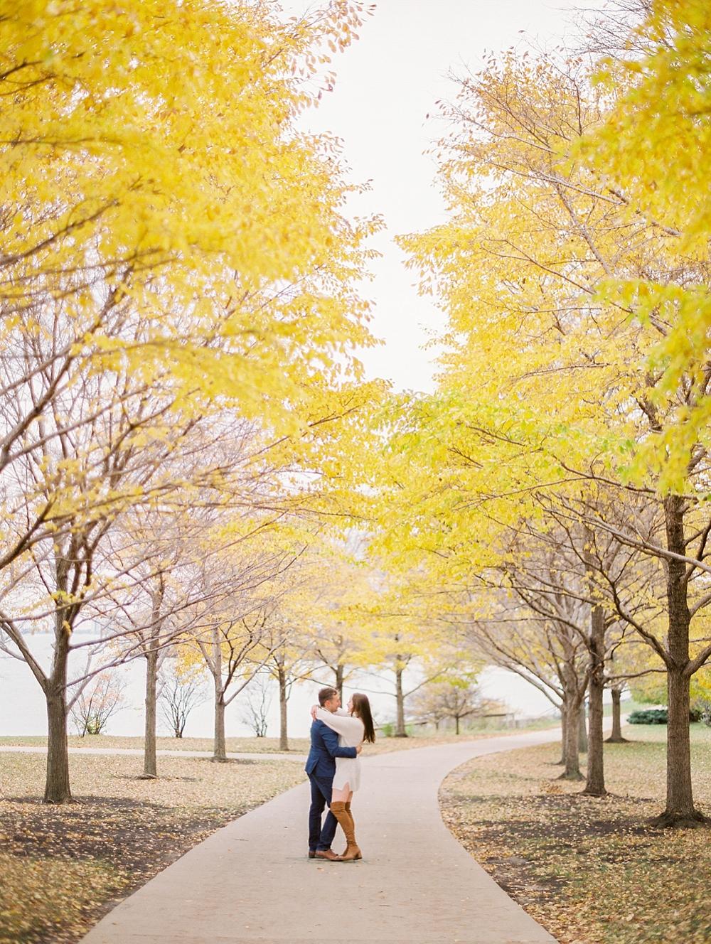 kristin-la-voie-photography-chicago-Wedding-Photographer-museum-campus-adler-planetarium-engagement-20