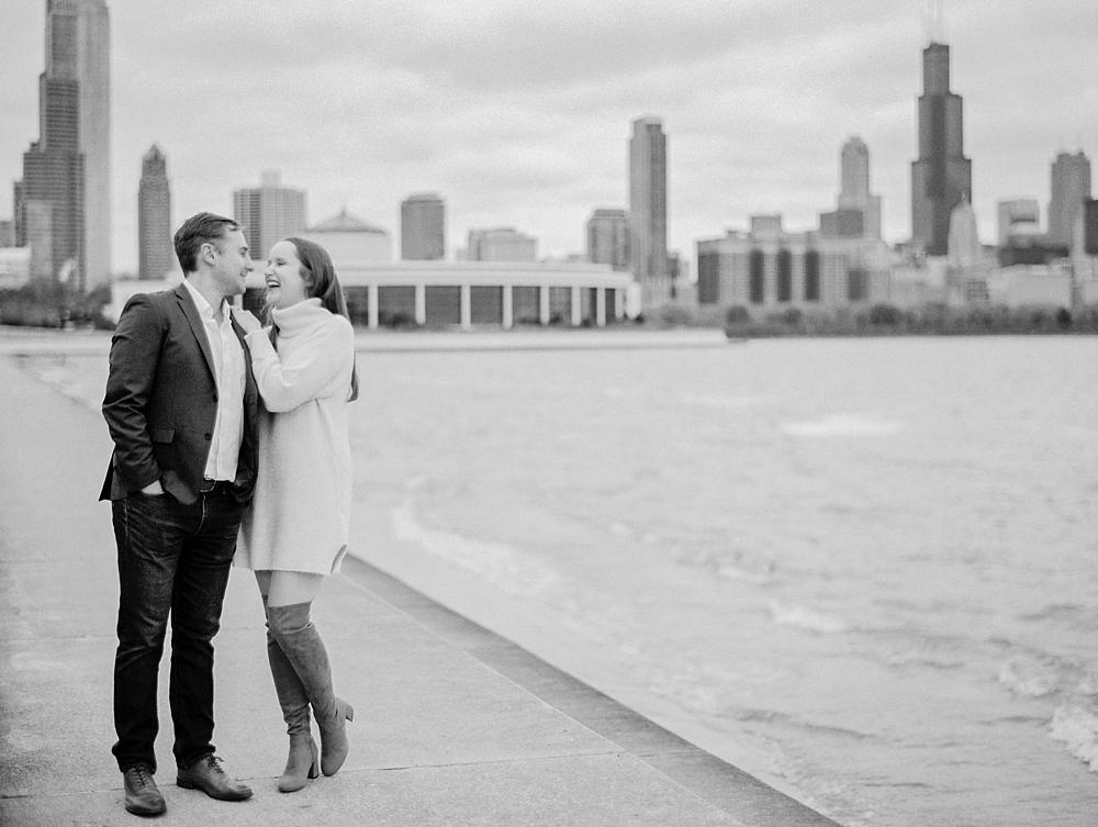kristin-la-voie-photography-chicago-Wedding-Photographer-museum-campus-adler-planetarium-engagement-37