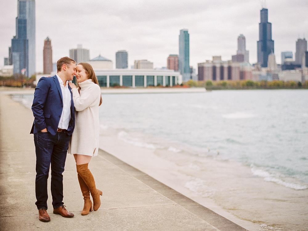 kristin-la-voie-photography-chicago-Wedding-Photographer-museum-campus-adler-planetarium-engagement-39