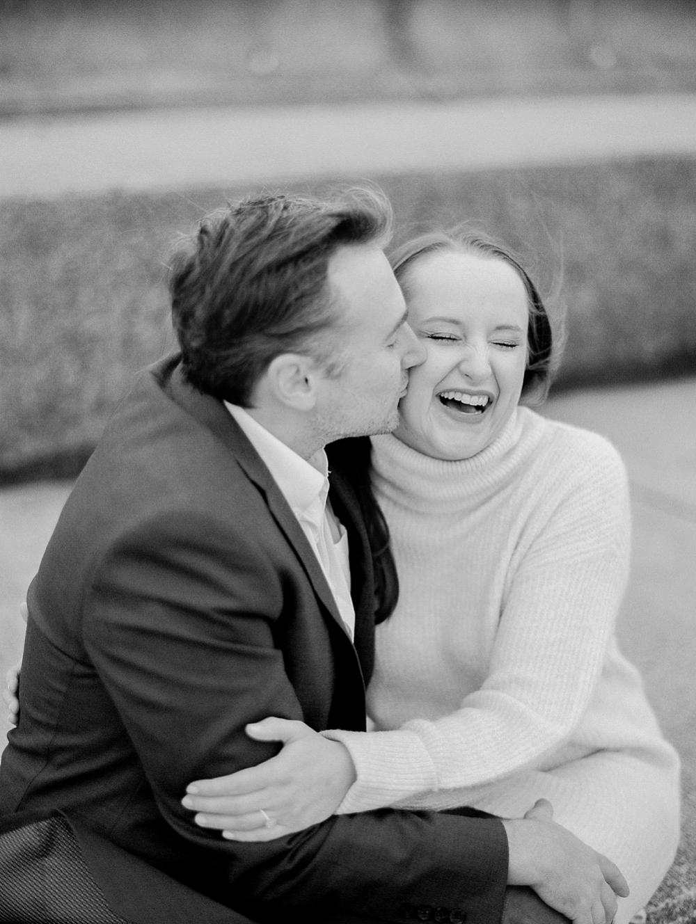 kristin-la-voie-photography-chicago-Wedding-Photographer-museum-campus-adler-planetarium-engagement-43