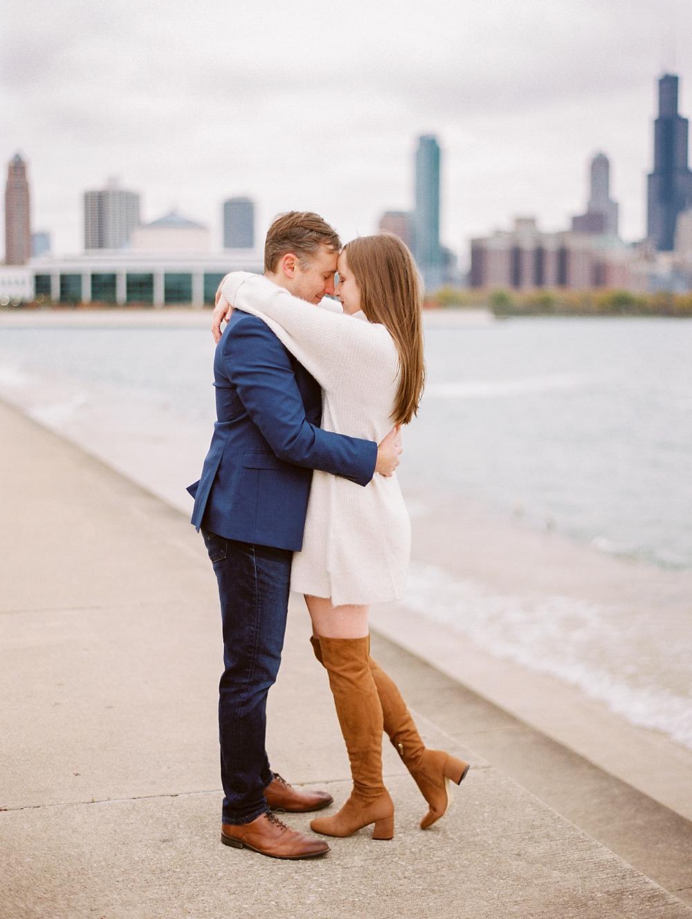 kristin-la-voie-photography-chicago-Wedding-Photographer-museum-campus-adler-planetarium-engagement-50