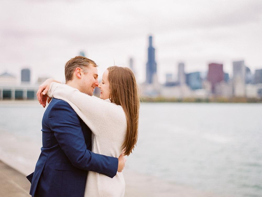 kristin-la-voie-photography-chicago-Wedding-Photographer-museum-campus-adler-planetarium-engagement-52