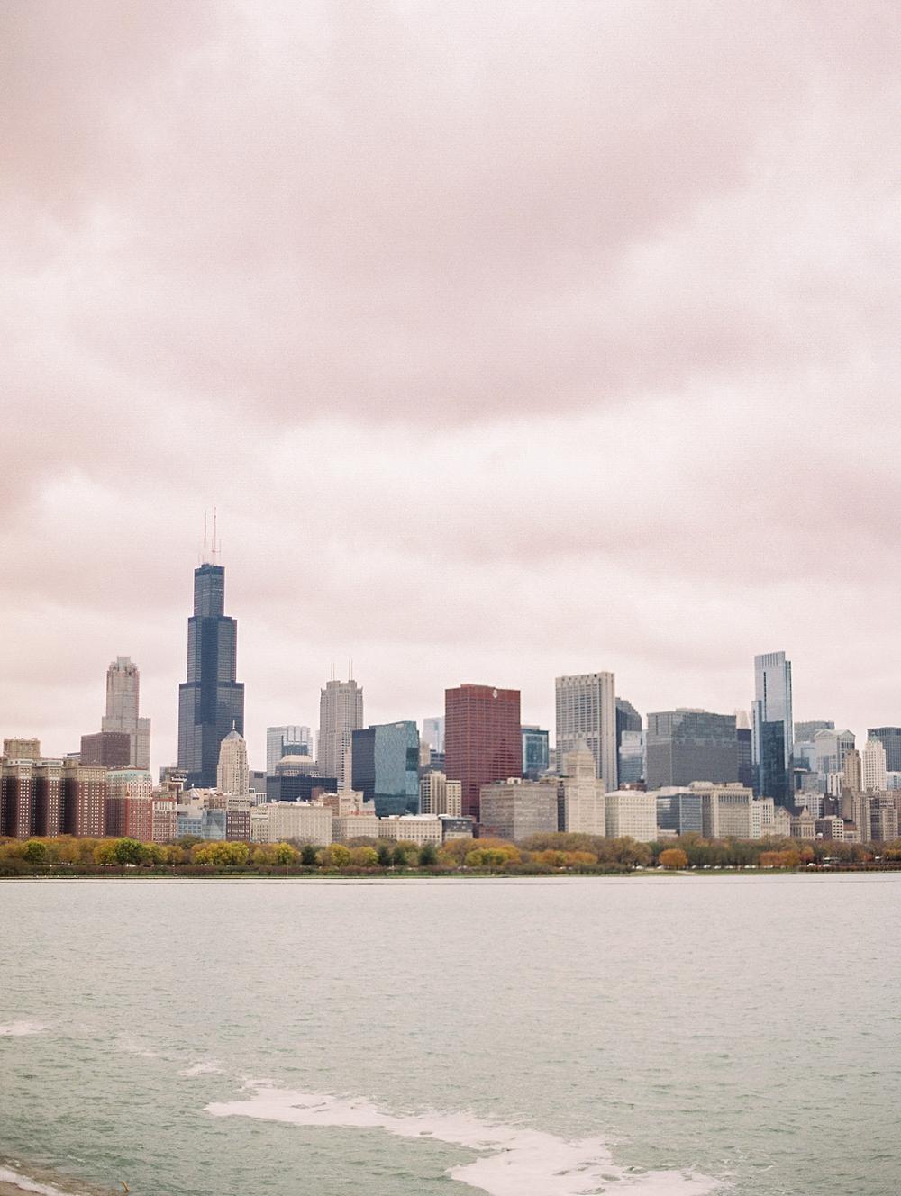 kristin-la-voie-photography-chicago-Wedding-Photographer-museum-campus-adler-planetarium-engagement-60