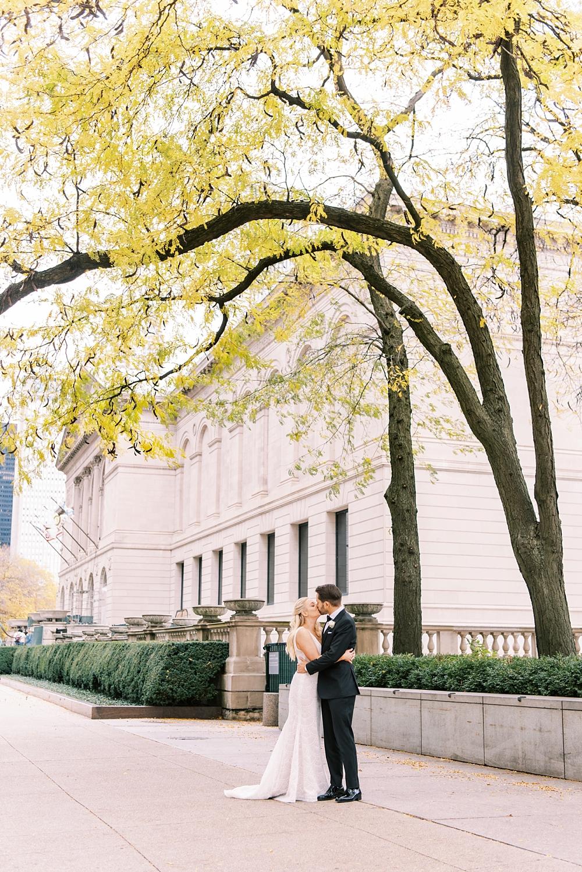 kristin-la-voie-photography-chicago-Wedding-Photographer-kimpton-gray-hotel-30