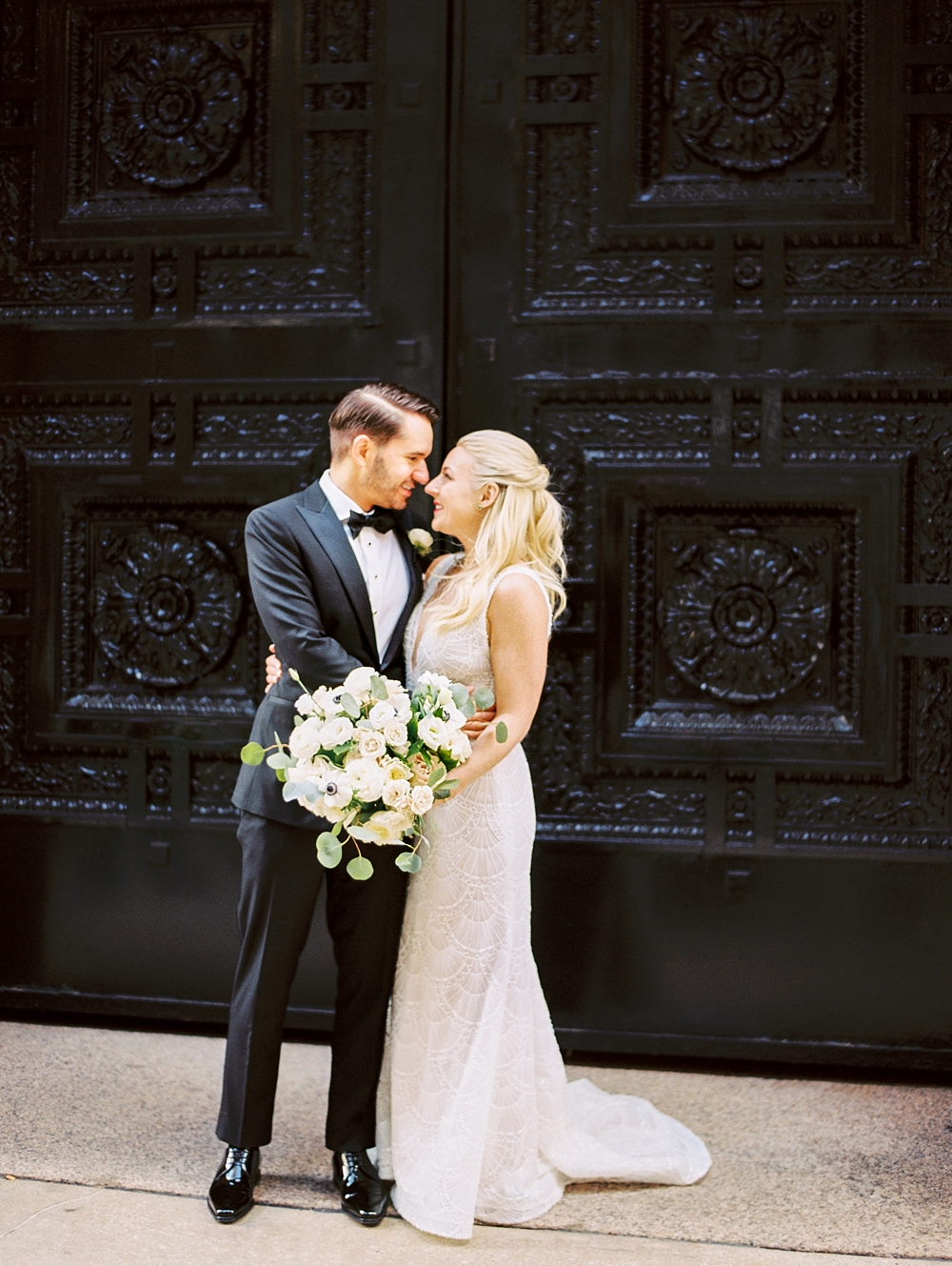 kristin-la-voie-photography-chicago-Wedding-Photographer-kimpton-gray-hotel-46