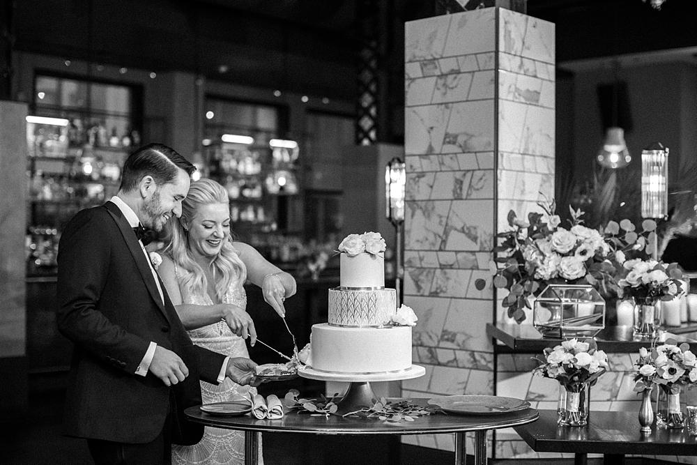kristin-la-voie-photography-chicago-Wedding-Photographer-kimpton-gray-hotel-55