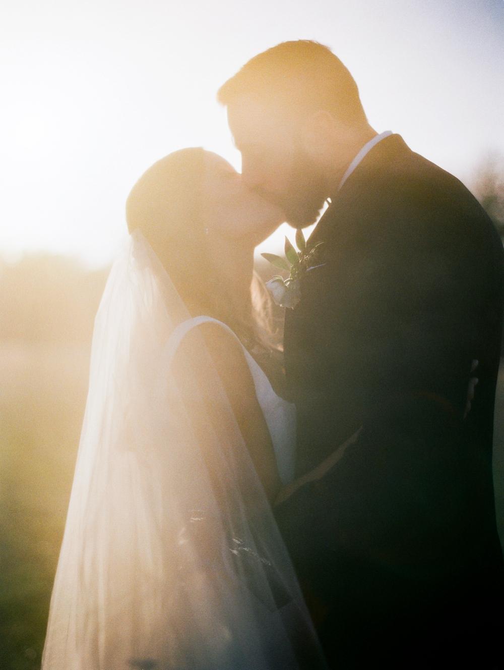 Kristin-La-Voie-Photography-austin-houston-texas-wedding-photographer-the-oaks-at-high-hill -27