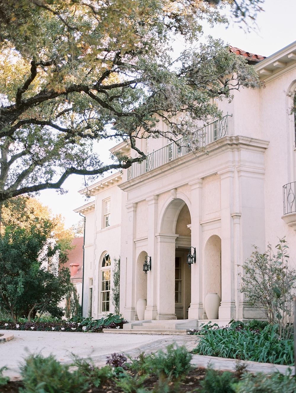 kristin-la-voie-photography-Austin-Wedding-Photographer-laguna-gloria-commodore-perry-estate-engagement-130