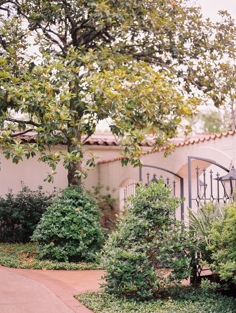 kristin-la-voie-photography-Dallas-wedding-photographer-Arboretum-42