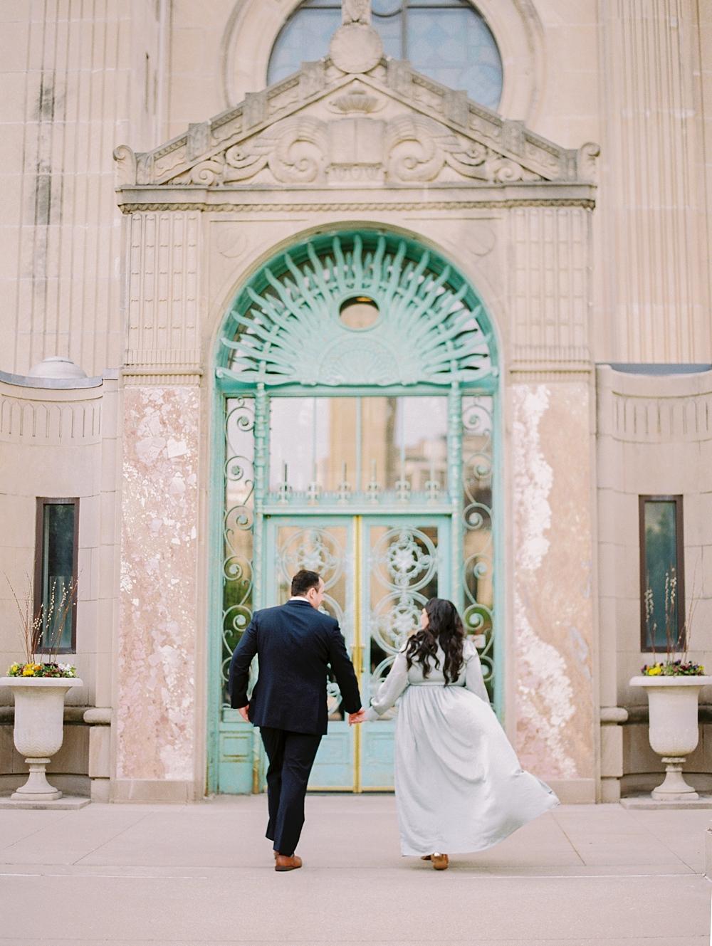 kristin-la-voie-photography-chicago-wedding-photographer-loyola-engagement-14