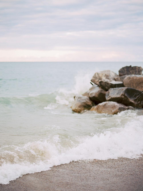 kristin-la-voie-photography-Chicago-Engagement-glencoe-beach-lake-michigan-2