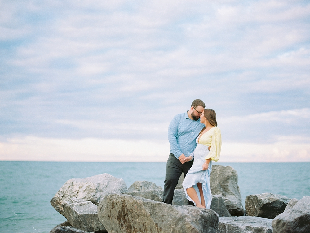 kristin-la-voie-photography-Chicago-Engagement-glencoe-beach-lake-michigan-22