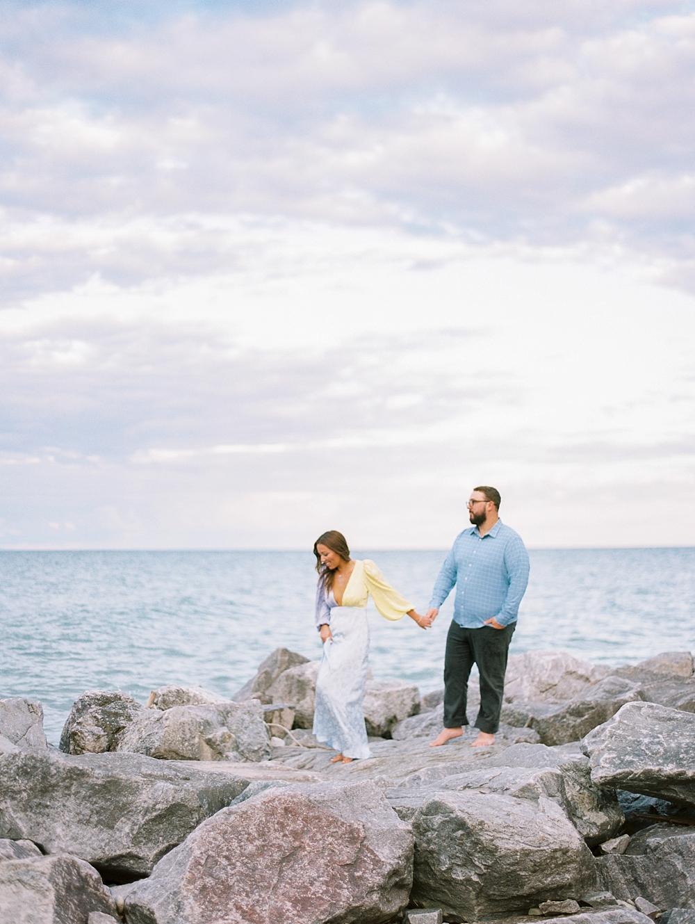 kristin-la-voie-photography-Chicago-Engagement-glencoe-beach-lake-michigan-4