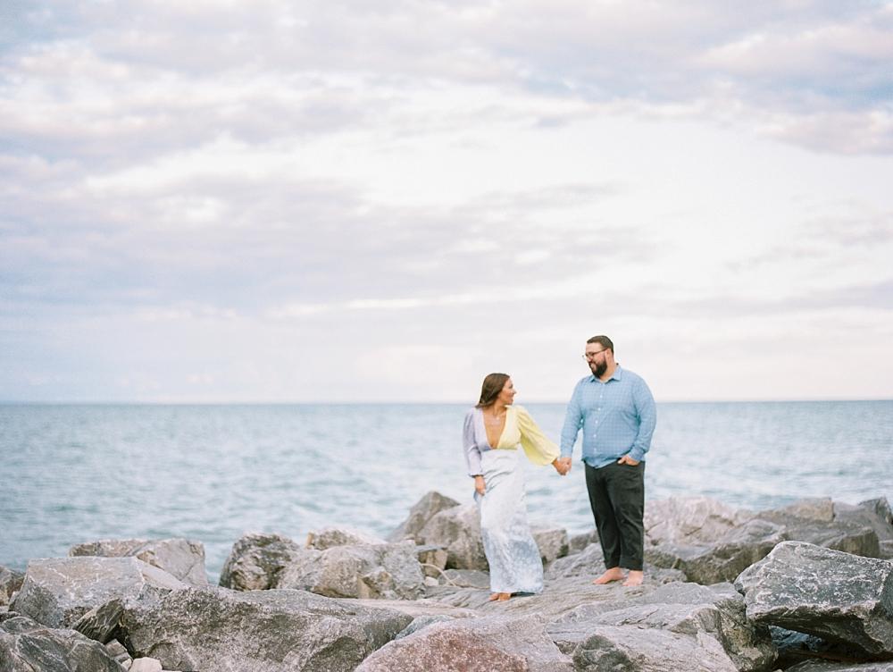 kristin-la-voie-photography-Chicago-Engagement-glencoe-beach-lake-michigan-5