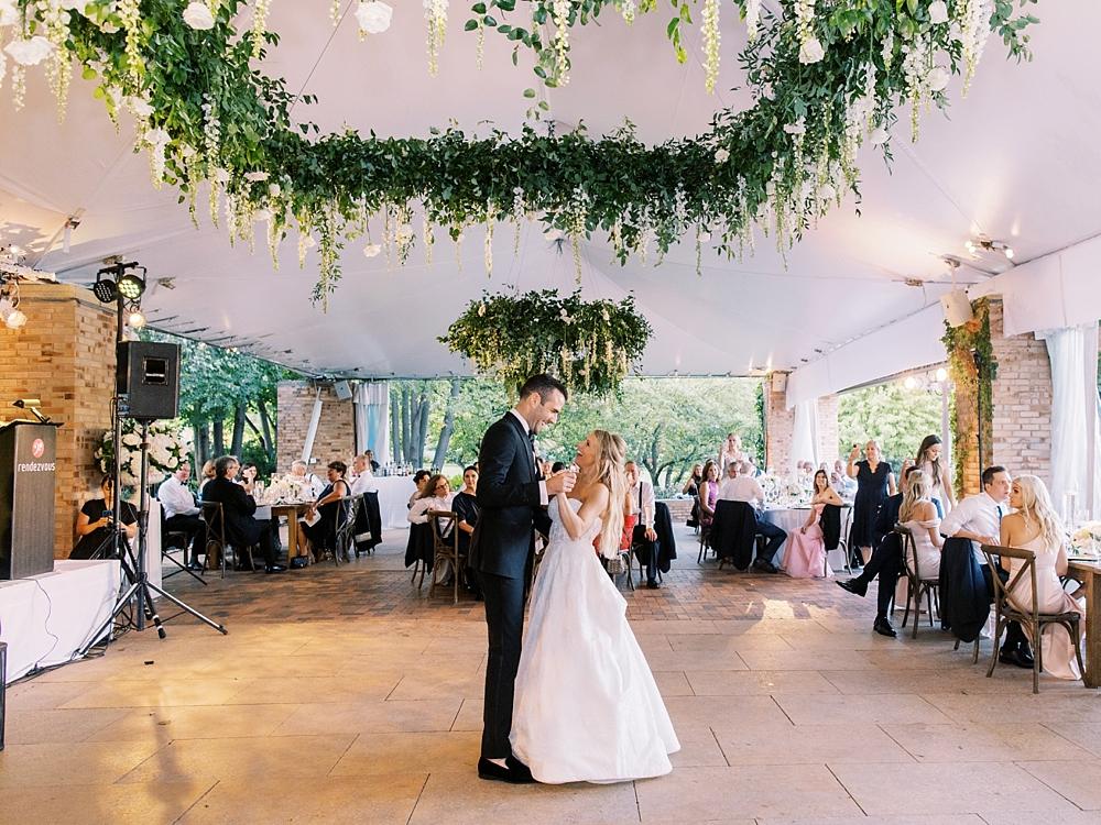 kristin-la-voie-photography-Chicago-Botanic-Garden-Wedding-8-29-21-374