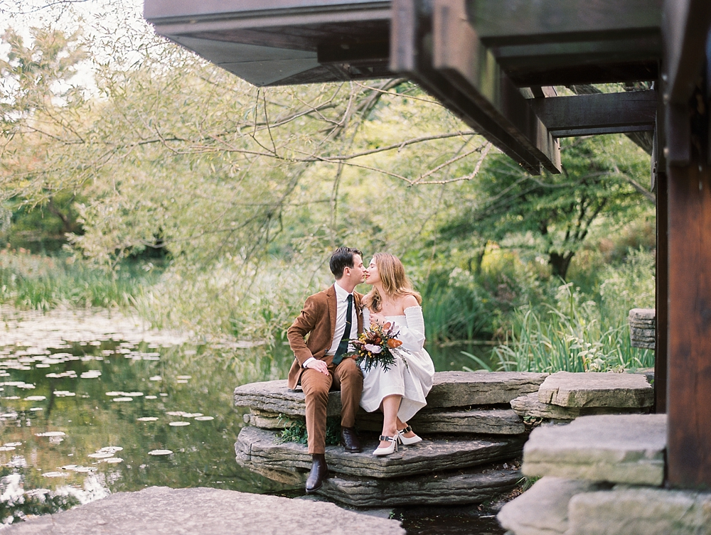 kristin-la-voie-photography-Chicago-wedding-lily-pool-elopement-freehand-hotel-199
