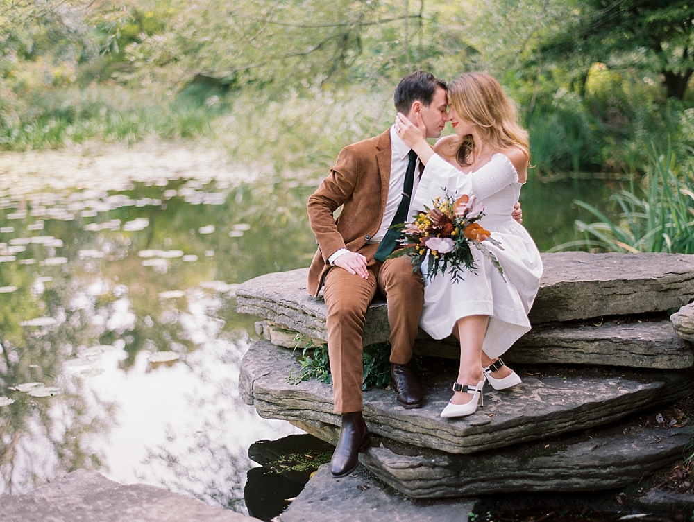 kristin-la-voie-photography-Chicago-wedding-lily-pool-elopement-freehand-hotel-24