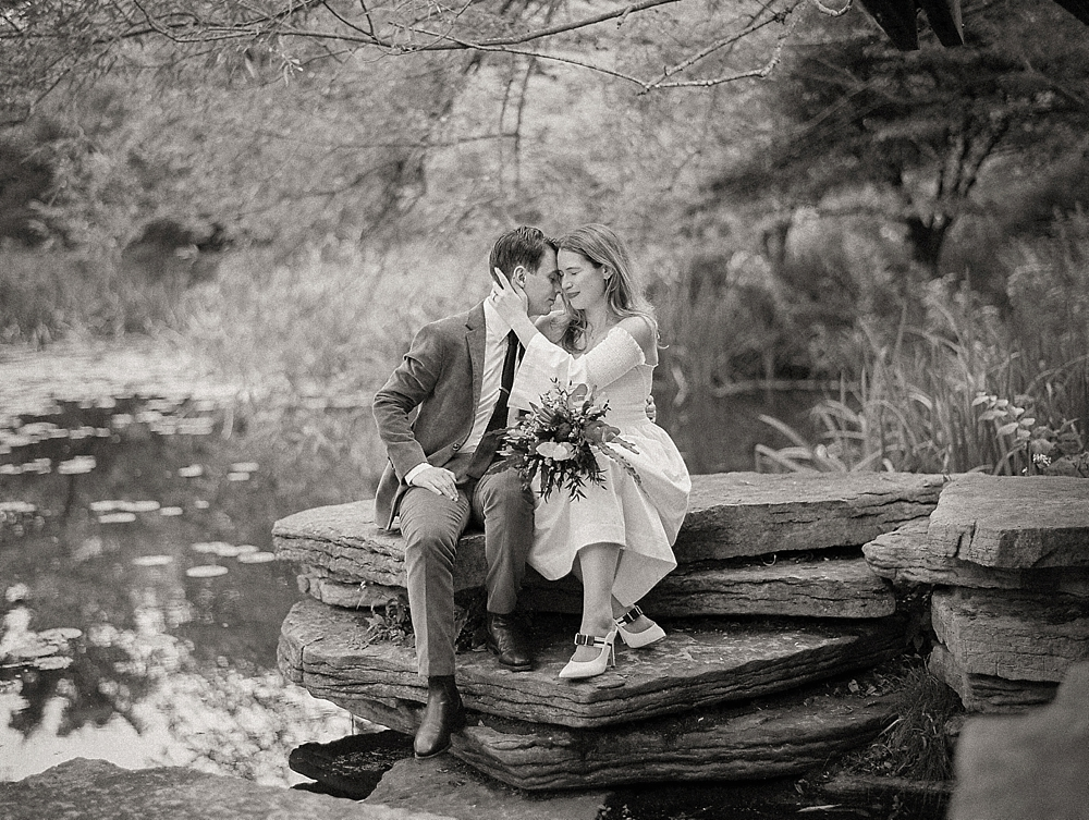 kristin-la-voie-photography-Chicago-wedding-lily-pool-elopement-freehand-hotel-26