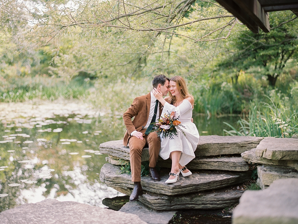 kristin-la-voie-photography-Chicago-wedding-lily-pool-elopement-freehand-hotel-9